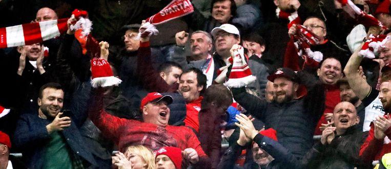 Spartak-fans vieren de 0-1 van de Braziliaanse spits Luiz Adriano.
