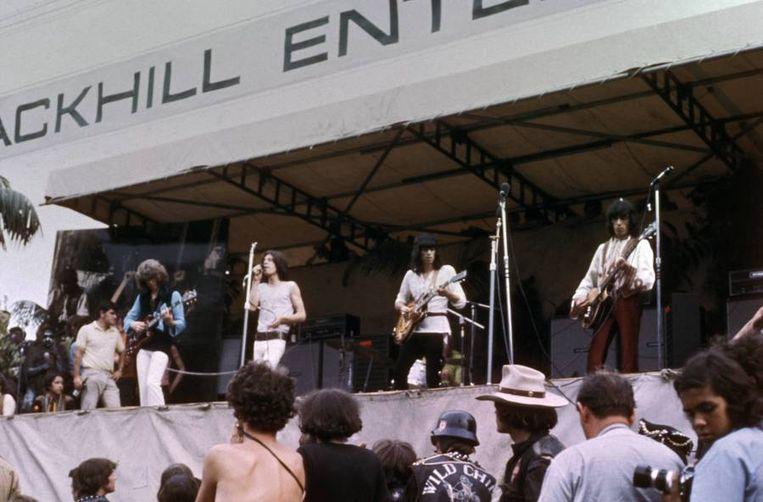 Bill Wyman (uiterst rechts) met The Stones in de zomer van 1969 tijdens het gratis concert voor 500.000 fans in Hyde Park. Beeld getty