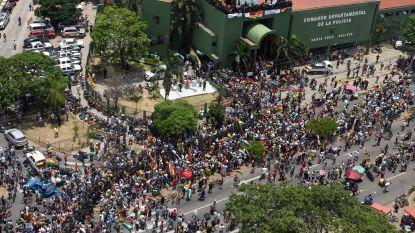 Belgische ambassade in Bolivia vraagt Belgen om voedsel in te slaan, steeds meer politieagenten keren zich tegen regime