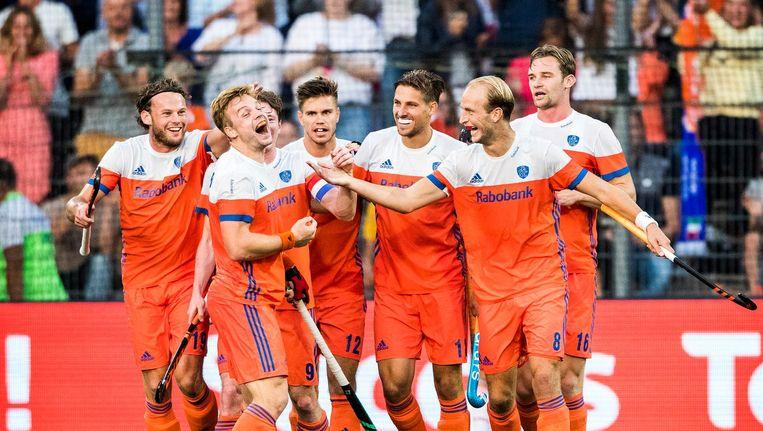 De hockeymannen vieren een doelpunt tegen Engeland in de halve finale van het EK Beeld Jiri Buller / de Volkskrant