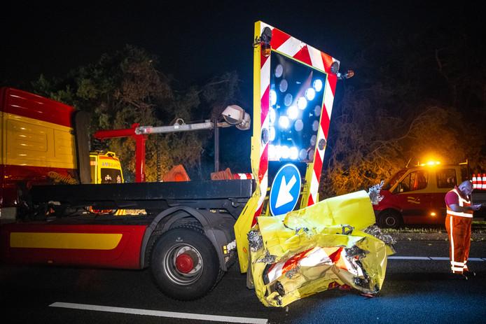 De schade aan de botsabsorber bij de aanrijding op de A28 bij Nunspeet was enorm. De botsing vond eerder deze week plaats.