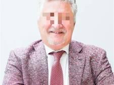 Geschrapte advocaat die tientallen klanten voor miljoenen oplichtte, geeft weer juridisch advies
