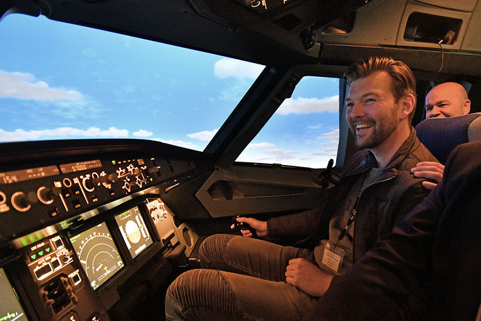 De cockpit van de Avion Phantom 320