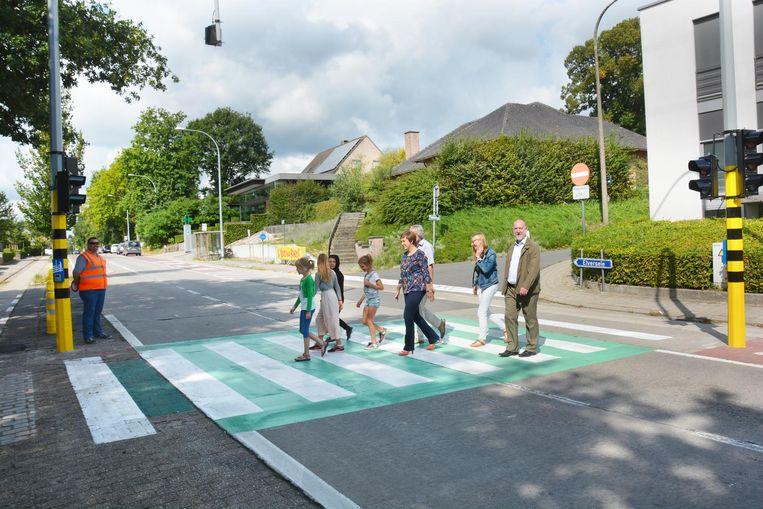 Gisteren werden de nieuwe verkeerslichten aan de oversteekplaats in gebruik genomen.