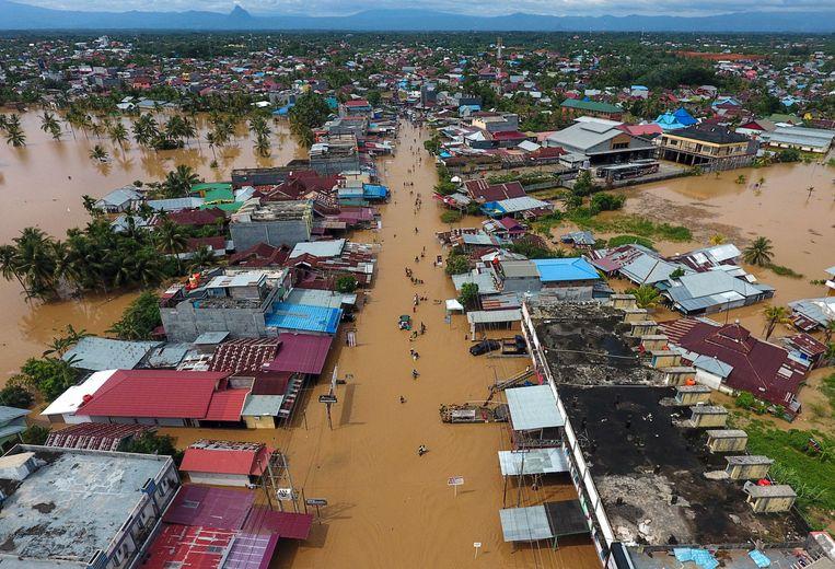 Door de overstromingen liepen veel huizen in de provincie Bengkulu op het eiland Sumatra schade op.