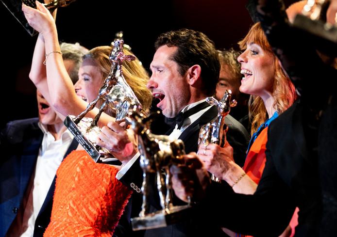 De Nederlandse oorlogsfilm Bankier van het Verzet won vrijdagavond onder meer het Gouden Kalf voor Beste Film en voor Beste Acteur (Jacob Derwig, midden).