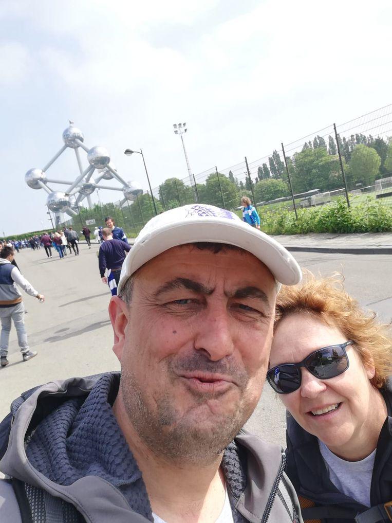 Jo en Nele zijn gearriveerd op de Heizel in Brussel voor de bekerfinale.