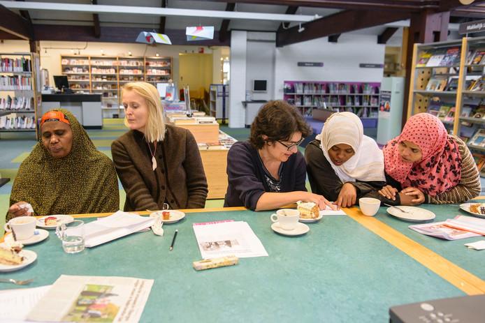 Vrijwilligers geven al langer taallessen aan vluchtelingen in de gemeente Berkelland.