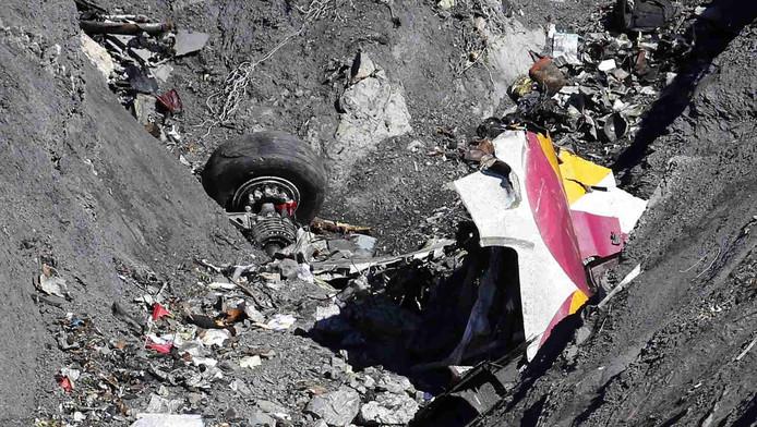Een brokstuk van de gecrashte Airbus van Germanwings
