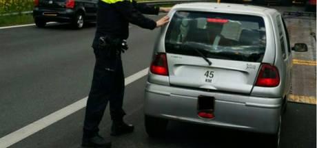 Bestuurder brommobiel probeert A12 bij Velp op te rijden