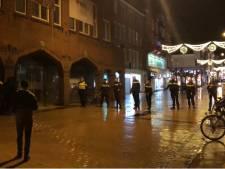 Relschoppers belagen politie in Herestraat Groningen: agent gewond en drie aanhoudingen