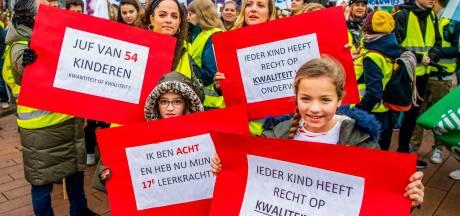 Oud-onderwijsminister: 'Laat werkloze leraar helpen bij nakijken schoolwerk'