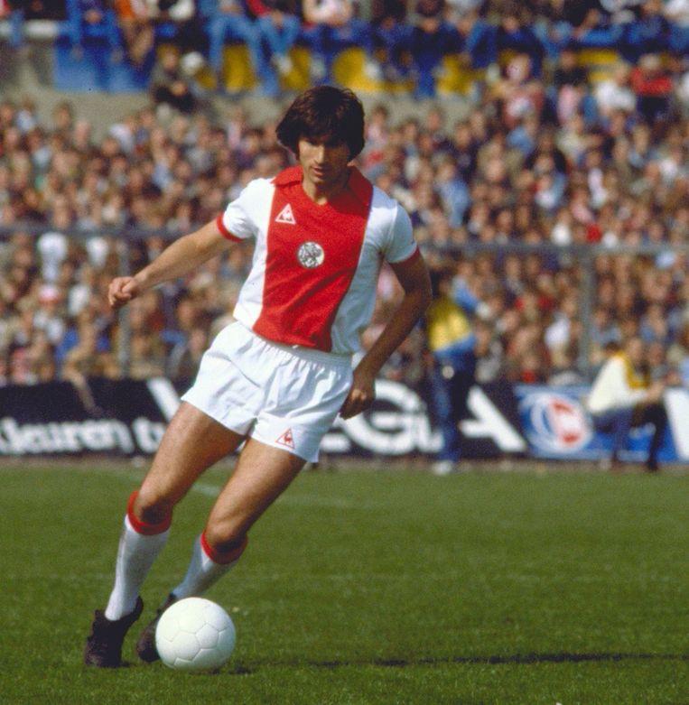 Tscheu la Ling in zijn jonge jaren in het shirt van Ajax. Beeld anp