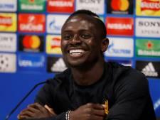 Mané schenkt 300 Liverpool-shirts aan dorp in Senegal