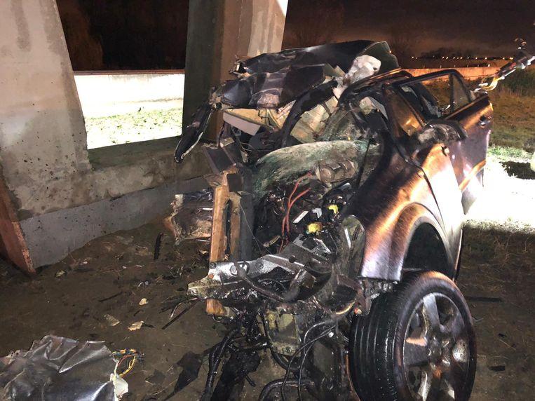 De auto raakte helemaal verhakkeld.