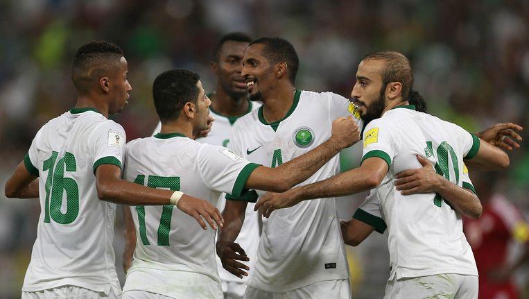 Saoudi spelers vieren hun goal Beeld afp