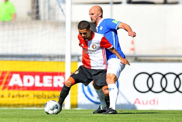 Marouan Azarkan in duel met Patrick Herrmann