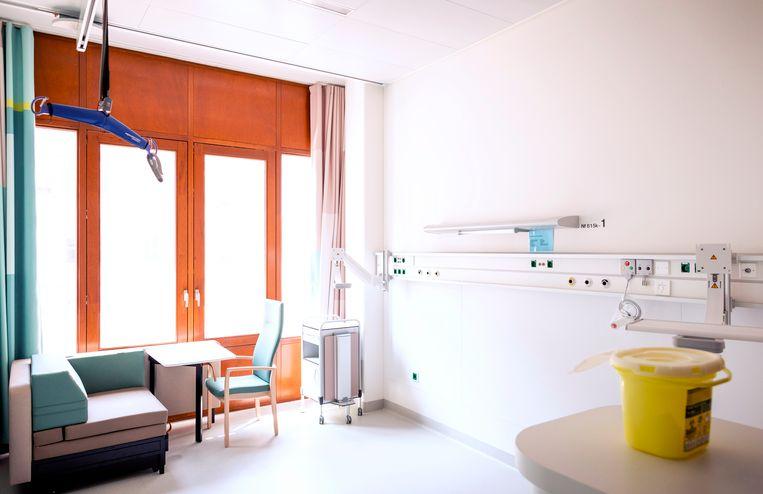 Een lege eenpersoonskamer in het nieuwe Erasmus MC in Rotterdam.  Beeld