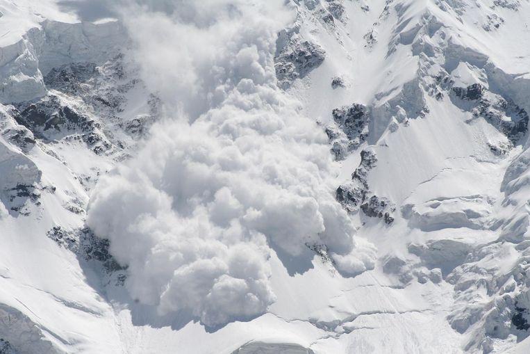 Illustratiebeeld. De skilopers werden zaterdag aangetroffen onder een sneeuwmassa op een hoogte van 3.110 meter tussen de Grünhornlücke en de Konkordia-berghut.