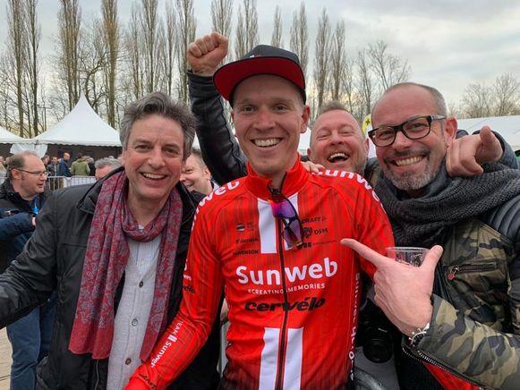 Bouwelse supporters rond hun Nederlandse wielerheld