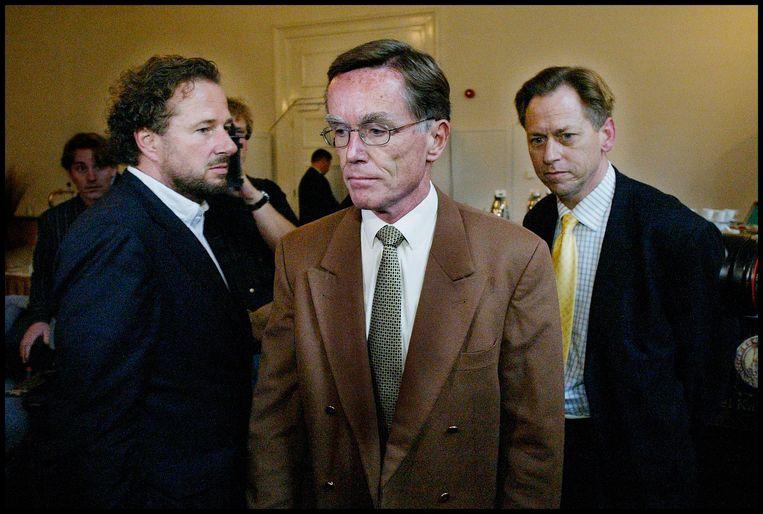 Oktober 2002, de spanning tussen LPF'ers is hoog opgelopen. Dat is af te lezen aan de gezichten van de ministers Herman Heinsbroek (links), Eduard Bomhoff (midden) en staatssecretaris Cees van Leeuwen. Heinsbroek en Bomhoff waren verwikkeld in een machtsstrijd. Beeld Hollandse Hoogte