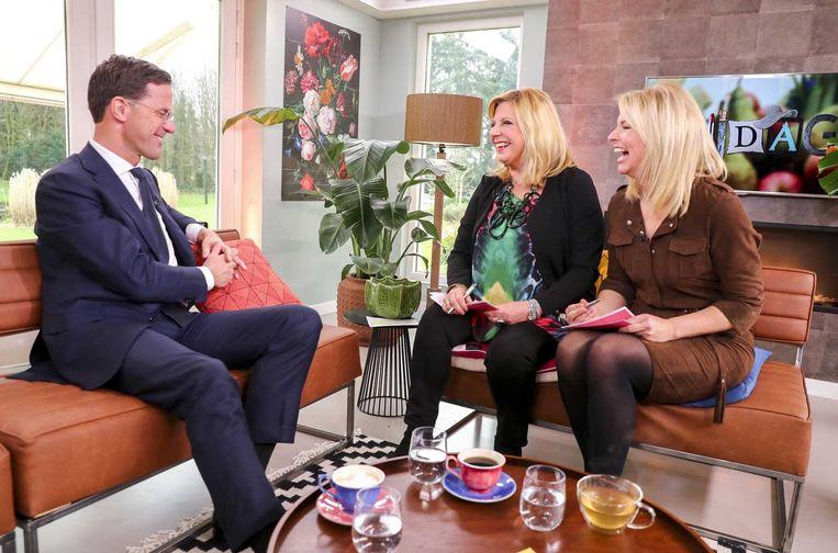 Premier Mark Rutte ging vrijdag op bezoek bij televisieprogramma Koffietijd. Beeld null