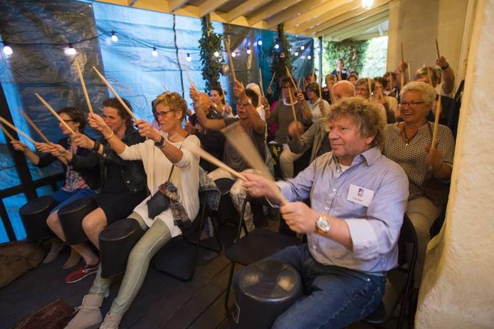 Bij sommige voorstellingen deed het publiek enthousiast mee. [FOTOBRON]foto Maarten Sprangh