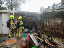 Blikseminslag veroorzaakt brand in garage in Arnhem, enkele huizen zonder stroom