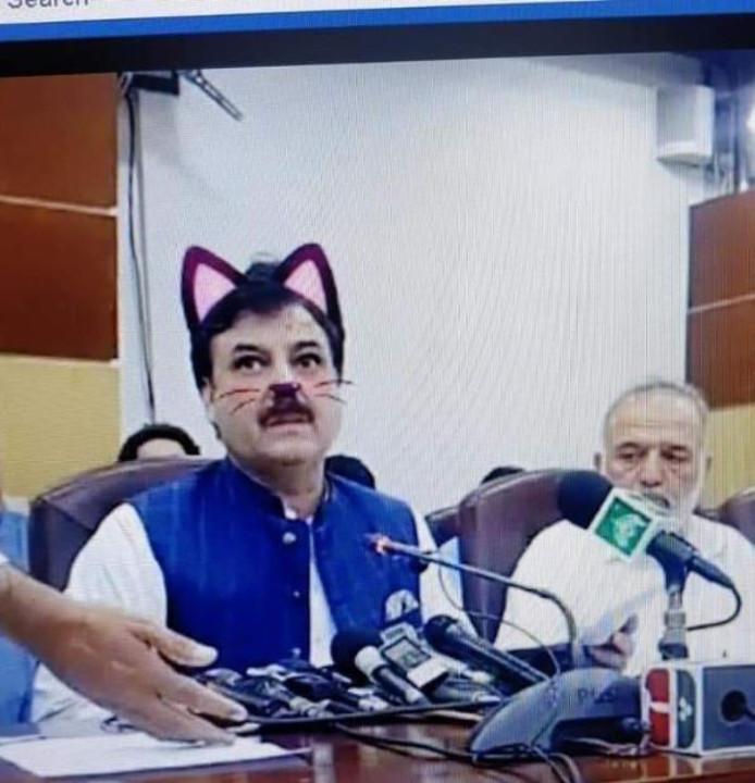 Het kattenfilter zou per ongeluk aangezet zijn.