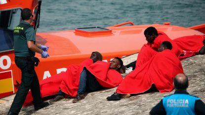 Spanje redt 560 bootvluchtelingen op zee