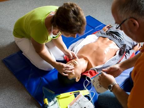 Hulp bij hartstilstand: meeste AED's hangen in Brabant