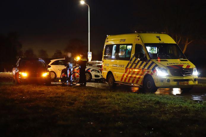 De fietser werd aangereden op de rotonde op de Generaal de Bonsweg in Velp (Grave).