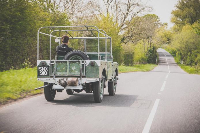 Een van de drie eerste Land Rovers die in 1948 werden onthuld in Amsterdam, is compleet gerestaureerd met behoud van patina