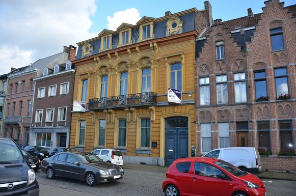 Huis Thuysbaert aan het Stationsplein.