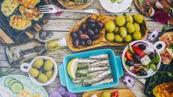 Bye bye foodbaby: mediterraan dieet gaat overeten tegen