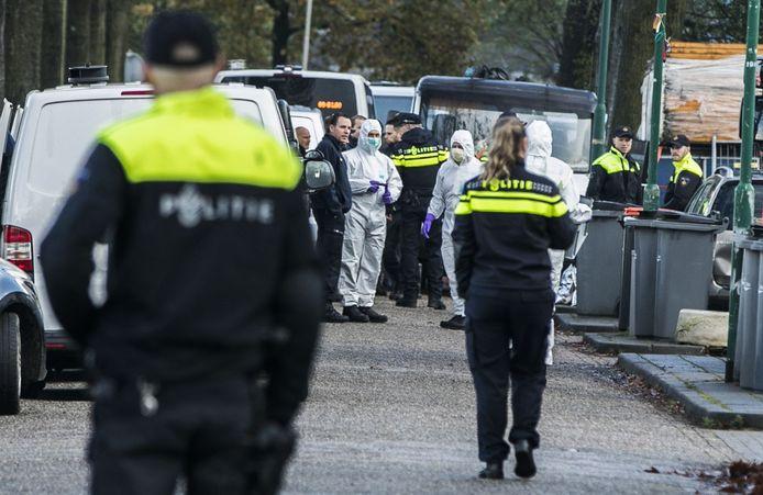 Afzettingen na een inval door politie bij het woonwagenkamp aan de Osse Hoogheuvelstraat.