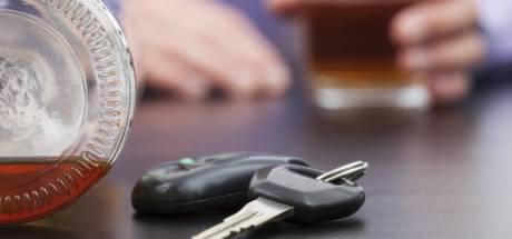 Beschonken Enschedeër met ongeldig rijbewijs slingert door Buurse