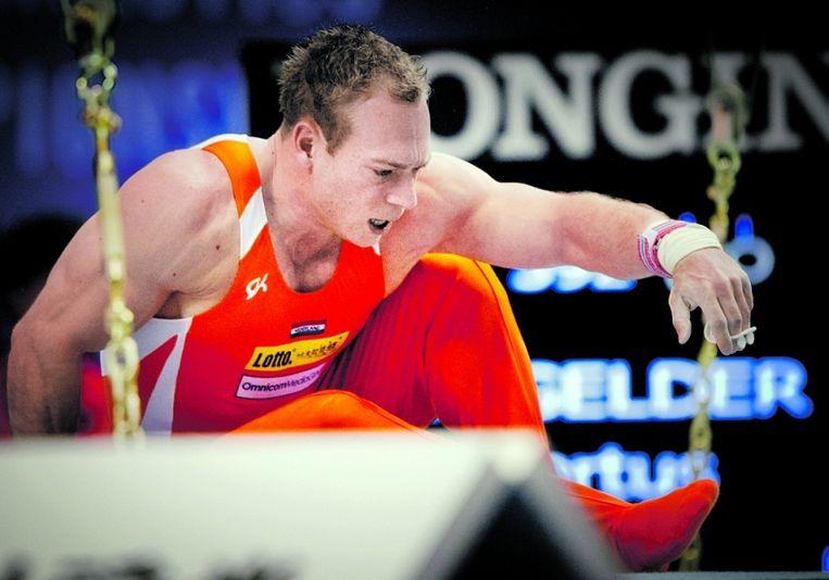 In de sport is vallen bijna altijd falen. Turner en dopingzondaar Yuri van Gelder verspeelde in oktober vorig jaar op WK in Japan zijn laatste kans op de Olympische Spelen. © ANP Beeld