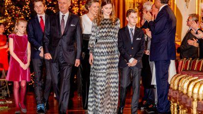 Het kerstconcert op het koninklijk paleis: prins Gabriël in het gips en Mathilde draagt hetzelfde jumpsuit als Máxima