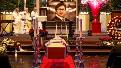 """Volle kerk neemt emotioneel afscheid van zakenman Philip Cracco (57): """"Liefste papa, je moest ons nog zoveel leren"""""""
