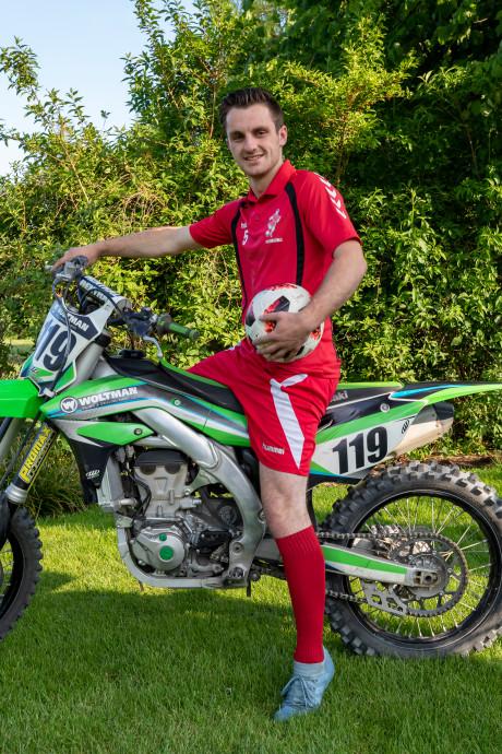 Jaap Woltman verruilt zijn voetbalkicksen voor een crossmotor
