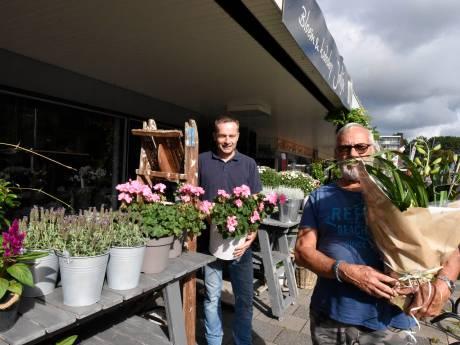 Luifelbaan in Waddinxveen woedend over winkelvisie: 'Alsof we sukkels zijn die maar doorsudderen'