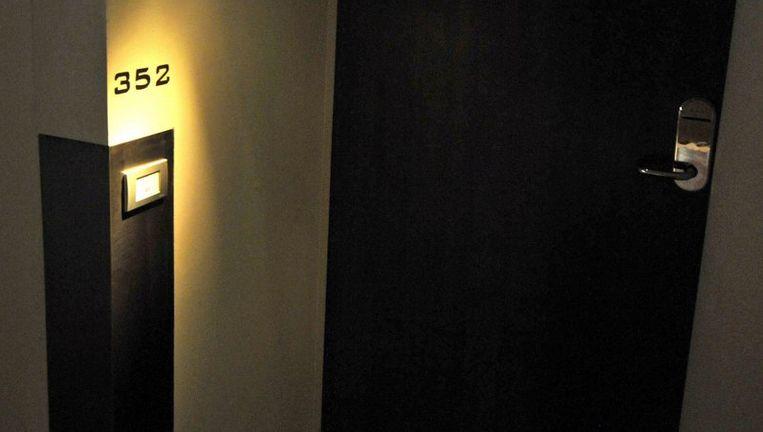 De illegale hotels worden aangeboden via professionele websites. Daar worden geen exacte adressen genoemd, maar wel foto's van de 'hotels' getoond, soms riante appartementen aan een gracht. Foto EPA Beeld