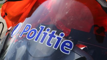 Wagen met drie lekke banden trekt aandacht van politie