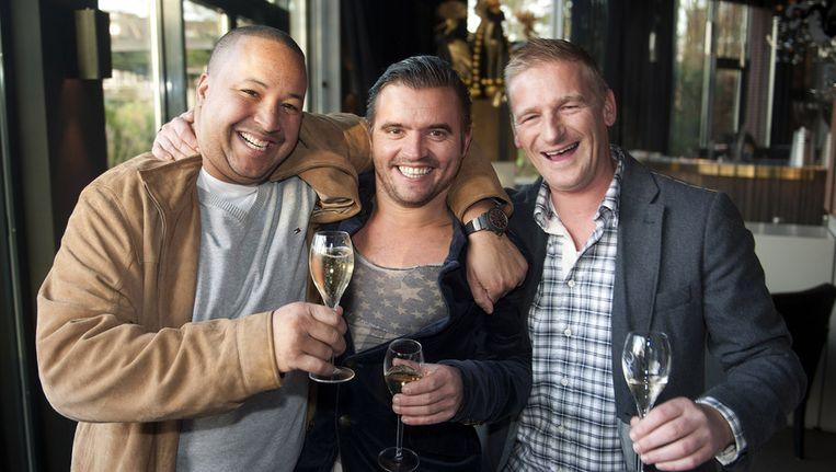 Kok Stefan van Sprang (R) en sommelier Robbert Veuger (M) toasten met collega Francois Geurds (L) van restaurant Ivy Beeld anp