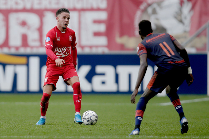Nieuweling Calvin Verdonk stond meteen in de basis bij FC Twente tegen RKC.