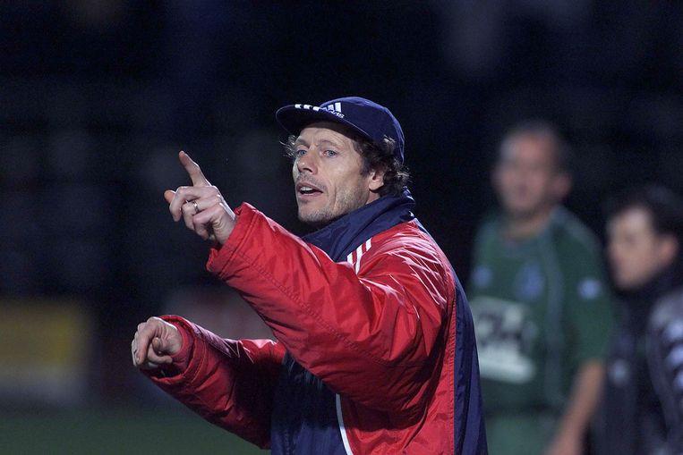 Michel Preud'homme tijdens zijn trainersdebuut op het veld van La Louvière.