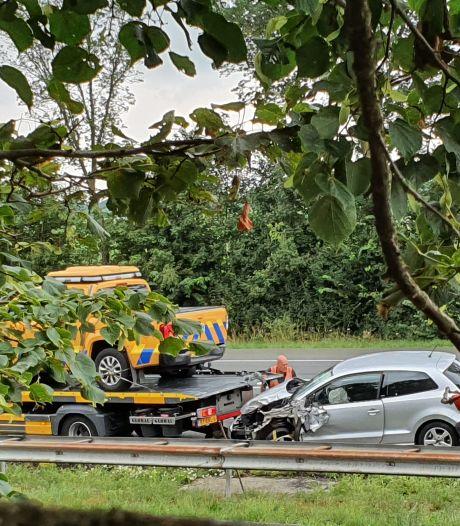Voertuig van weginspecteur van de provincie betrokken bij ongeluk op A326 bij Wijchen