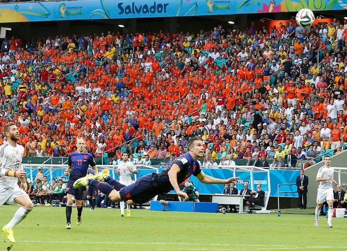 'Die lange zwiep van Blind voor de goal. Van Persie die de bal naar voren duikend over de Spaanse keeper werkt.'