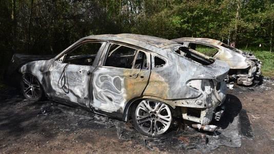 De auto's werden uitgebrand in Doetinchem aangetroffen.